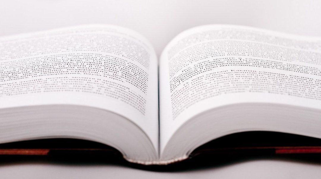 tiparire carte alb negru carte deschisa alb negru coperta tare